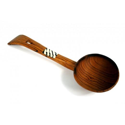 Naběračka z olivového dřeva