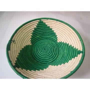 Košík pletený z vláken listů banánovníku