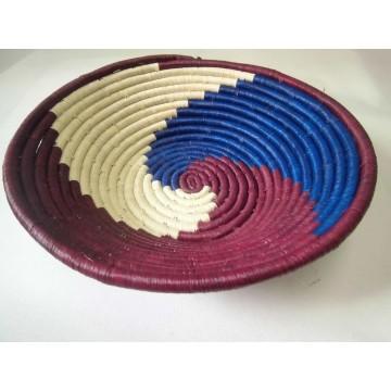 Pletený košík, z vláken listů banánovníku