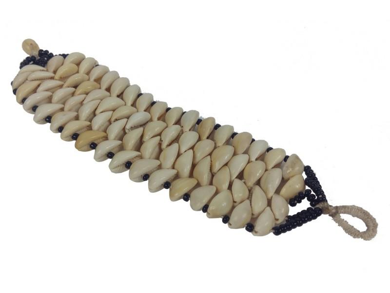 Náramek - mušle, řada 4, skl. korálky, zapínání mušle