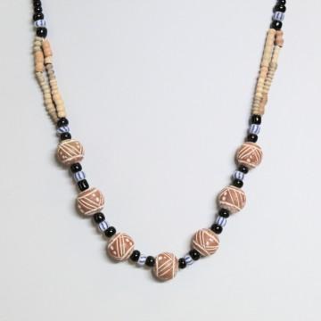 Náhrdelník s korálky z pálené hlíny