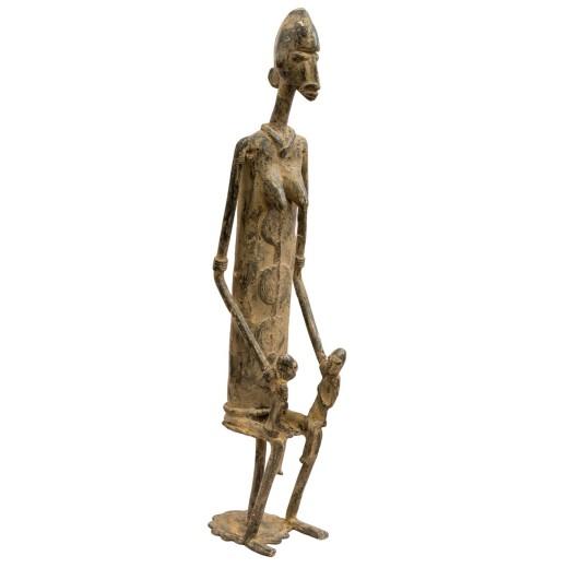 Bronzová soška - dogonská předkyně sedící žena s dětmi na klíně